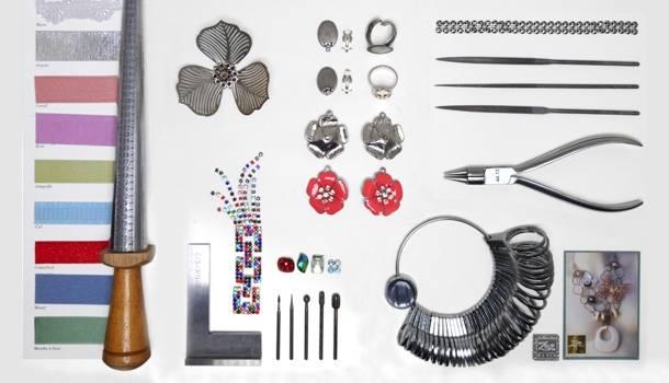 Bijoutier artisan: marque originale, fantaisiste, artistique et ludique. Mockup, bureau de style: Création Zor Haut de gamme. Paris 02 Sentier Montorgueil