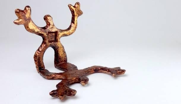 Bijoutier artisan d'art original depuis 1996. Emblème bonhomme bronze de la marque. Fantaisie, artistique et ludique. Création Zor Haut de gamme Paris