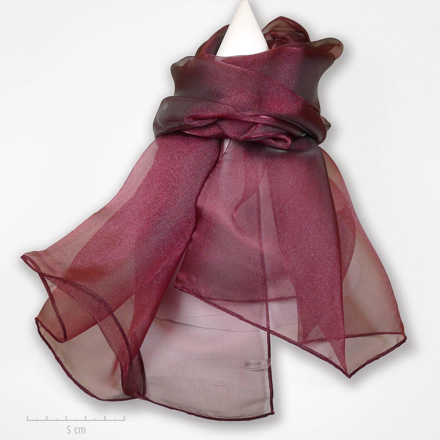 Grande étole unie bordeaux aubergine et reflets framboise. Foulard habillé  de transparence d organdi da6ab3baa29