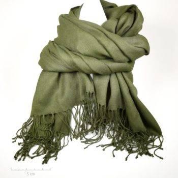 Grande étole unie vert kaki unisexe. Doux foulard style plaid pashmina pour homme, femme, ado, enfant en fibre rayonne. Création Zor Paris