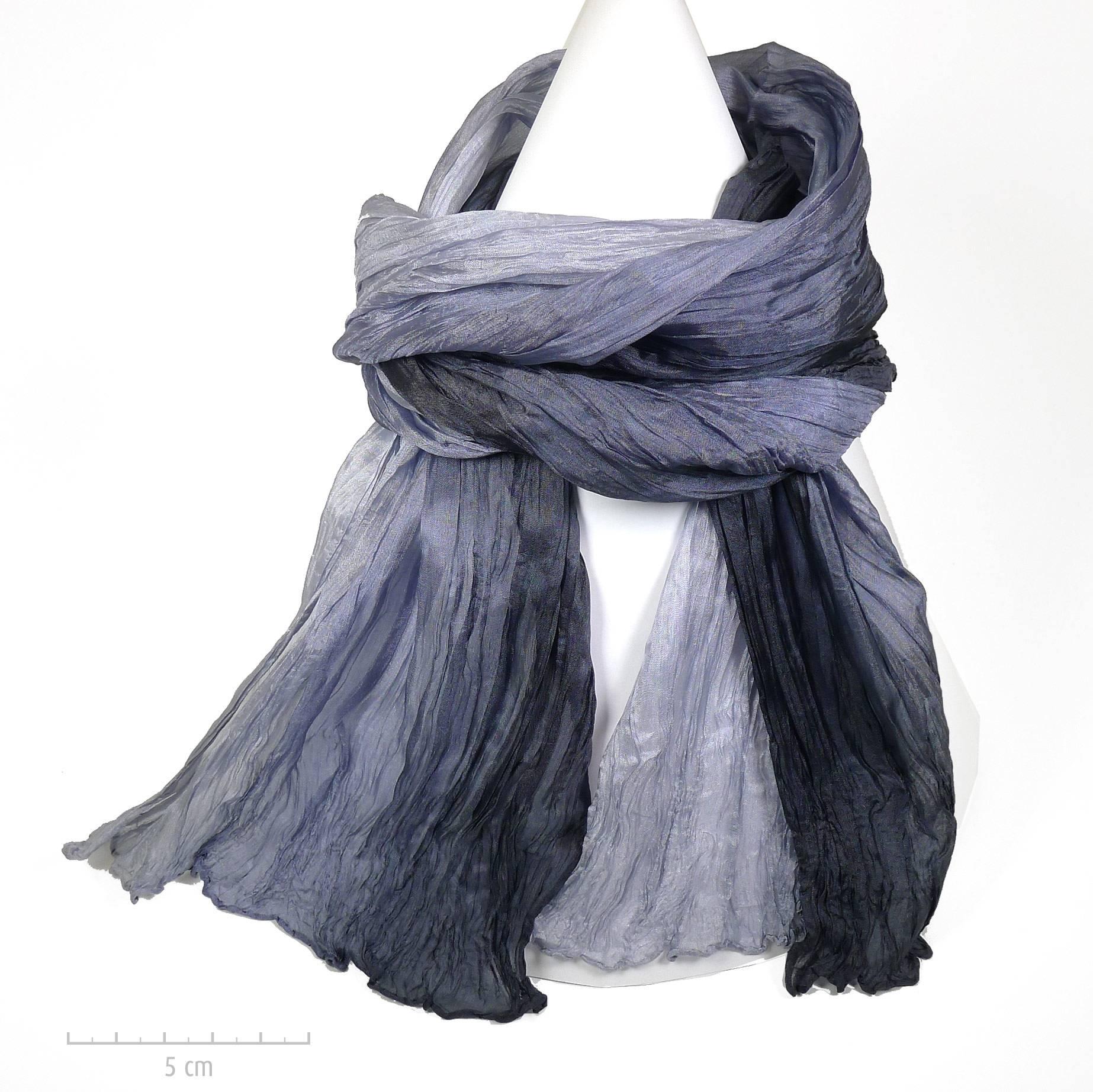 c3d5363d19b Long foulard à plis style froissé Miyake