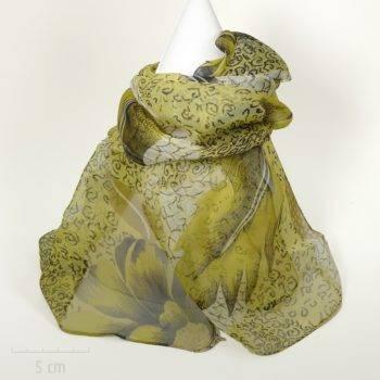 Doux foulard rectangle, long et fin en mousseline. Imprimé nature feuille, plume, fleur jaune fibre soie végétale viscose. Femme Zor créations Paris