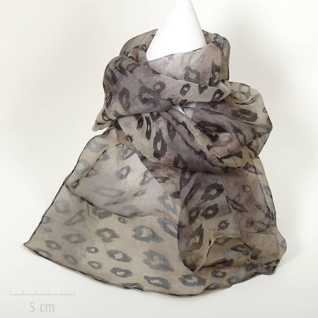 77fe81e71af1 Féline  foulard en mousseline. Sensuel imprimé léopard années Saint Tropez  de Bardot. Fibre