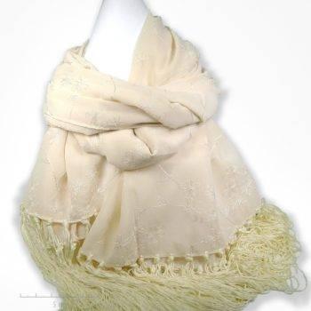 Echarpe beige ivoire, brodée. Charme bohème folk à franges. Grand foulard plaid, printemps, été, automne et hivers. Fibre végétale. Création Zor Paris