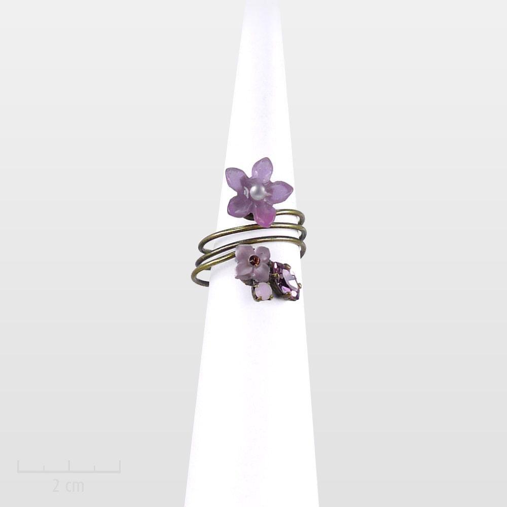 Bague raffinée, fleur rose violine, minimaliste et romantique. CONCEPT féminin original: bijou discret, charme bucolique printanier. Zor Paris création poétique