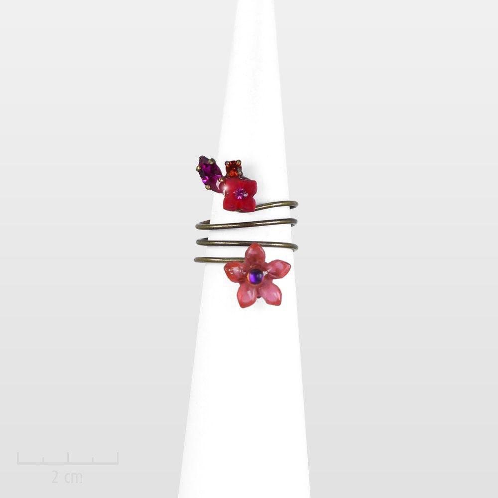 Bague raffinée, fleur rose rouge, minimaliste et romantique. CONCEPT féminin original: bijou discret, charme bucolique printanier. Zor Paris création poétique
