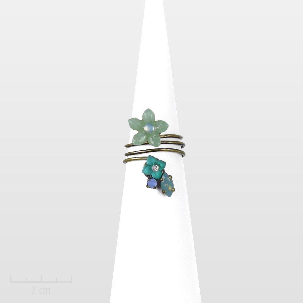 Bague raffinée, fleur Vert bleu, minimaliste et romantique. CONCEPT féminin original: bijou discret, charme bucolique printanier. Zor Paris création poétique