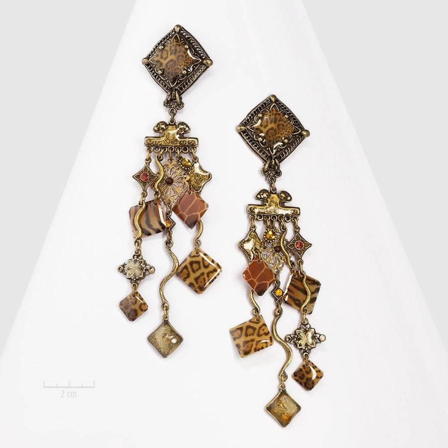 Grandes boucles d'oreilles félines à clip de style rétro, baroque et bohème. Nostalgie, safari exotique, peaux de bêtes, dentelle de bronze. Création Zor Paris