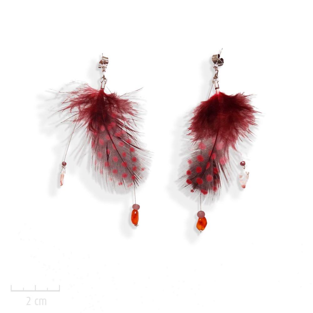 Longue boucle d'oreills plume rouge pendante et pierre fine cornaline. Bijou bohème symbole sacré attrape-rêve.Féminité, charme sensuel, Création Zor Paris