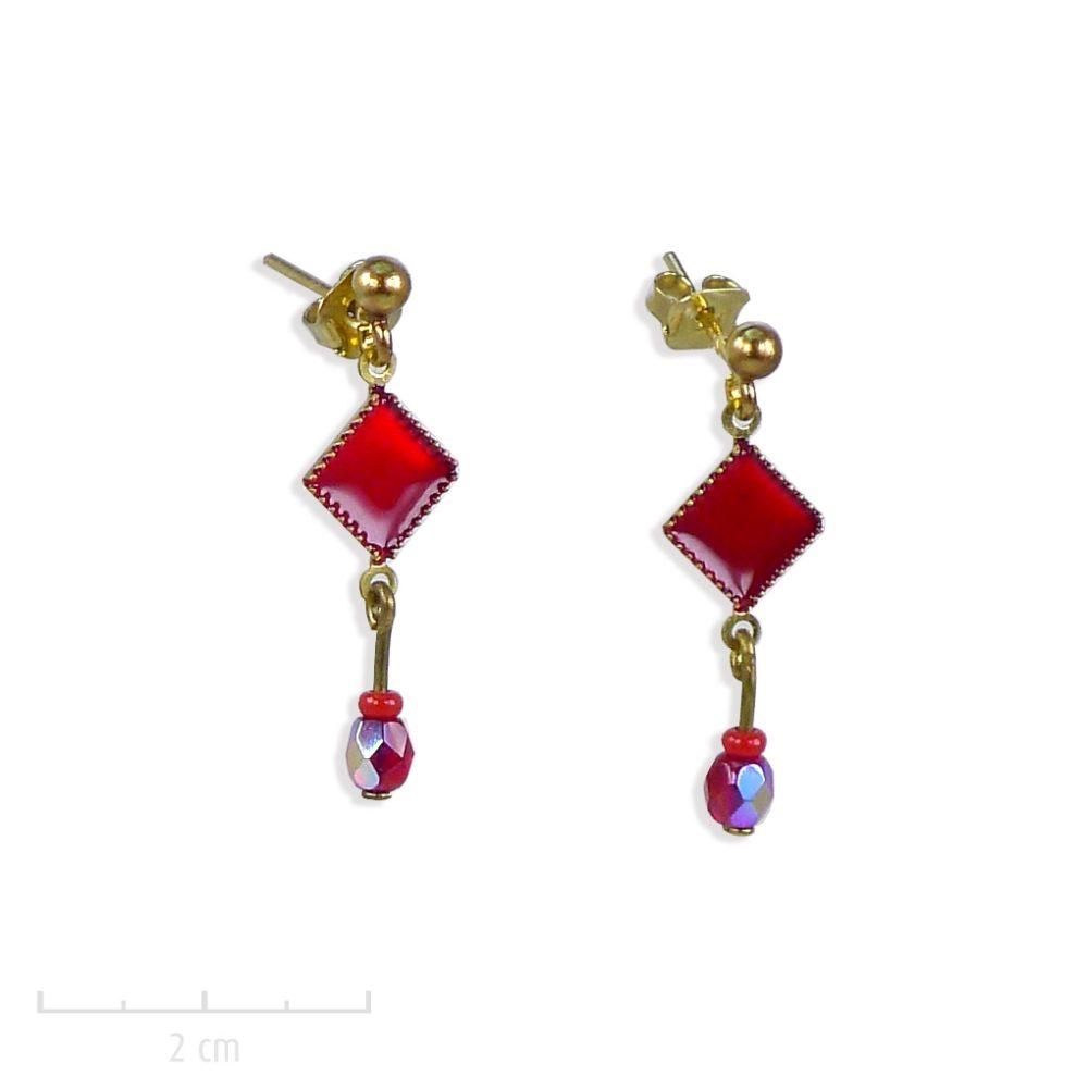 Boucle d'oreille percée et mini perle pendante. Bijou antiallergique pour fillette et ado, carré losange, symbole d'arlequin Rouge. Création Zor paris