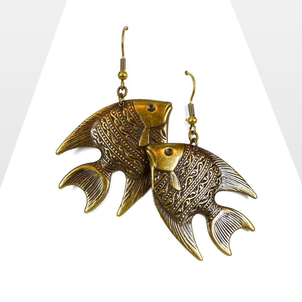 Boucles d'oreilles ethniques Zor, pendantes au style graphique marin. Bijou poisson, gravure, estampé léger et vintage.SYMBOLE: divin et mystérieux, création Neptune