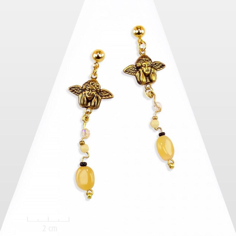 Longue fine boucle d'oreille pastel, beige dorée. Ange gardien, pierre naturelle. Bijou symbole de chance, féminin et classique chic. Création Zor paris