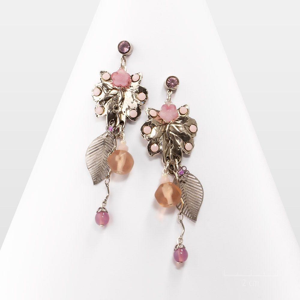 """Grande longues boucle d'oreille romantique de couleur rose nude argentée. Arty: bijou """"nature urbaine"""",design contemporain et vintage. Création Zor Paris"""