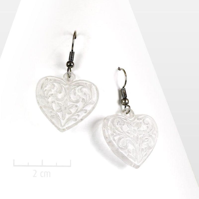Boucles d'oreilles coeur pendantes patinées blanc façon Shabby chic. BIJOU symbolique au message d'amour, fête des mères, Saint Valentin. Création Zor Paris