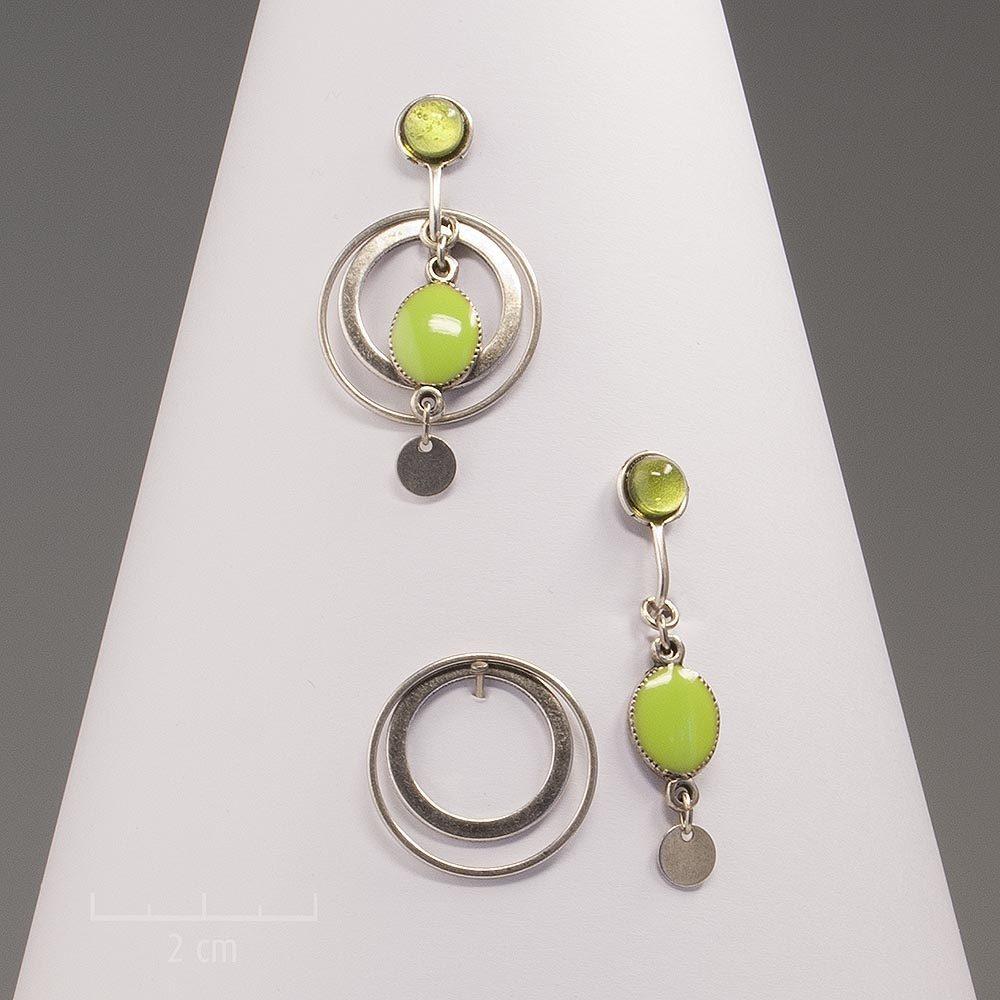 Boucles d'oreilles clip modulables avec anneaux façon créole détachable. Création Zor, moderne, argent antique et couleur anis vert vif