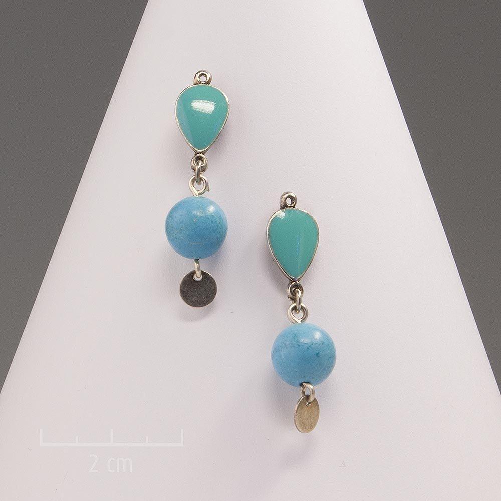 Boucle d'oreille argent pendante et moderne Zor. Pierre fine turquoise naturelle. Bijou pour oreilles percées. Discret, symbolique d'amour et de succès