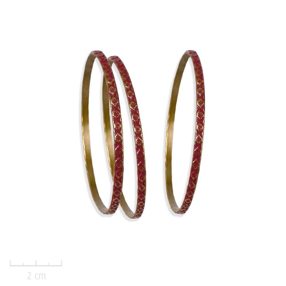 Bracelet bangle, semainier gitane, jonc rigide, gravure losange patiné. Symbole du bestseller L'Arlequin rouge. Création Zor. Romanesque et fantastique