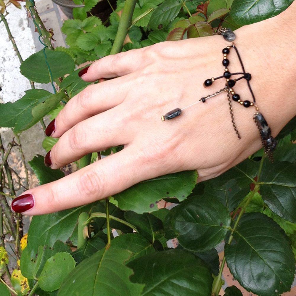 Bracelet bohème, style exotique sensuel décontracté. Bijou grigri femme et ado. Chaîne, pierre naturelle porte-bonheur,quartz tourmaline gris noir. Création Zor