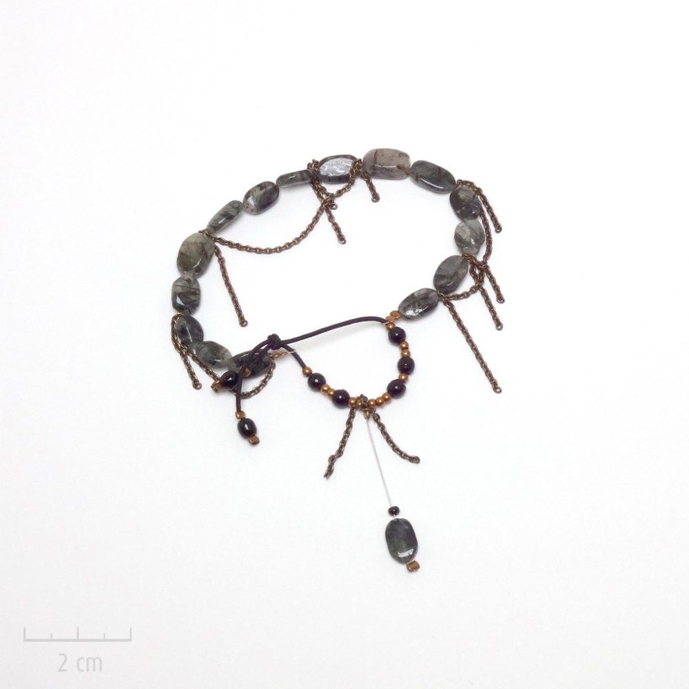 Bracelet bohème, style chic sensuel décontracté. Bijou grigri femme et ado, chaîne, pierre fine porte-bonheur,quartz tourmaline, perles gris, noir. Création Zor