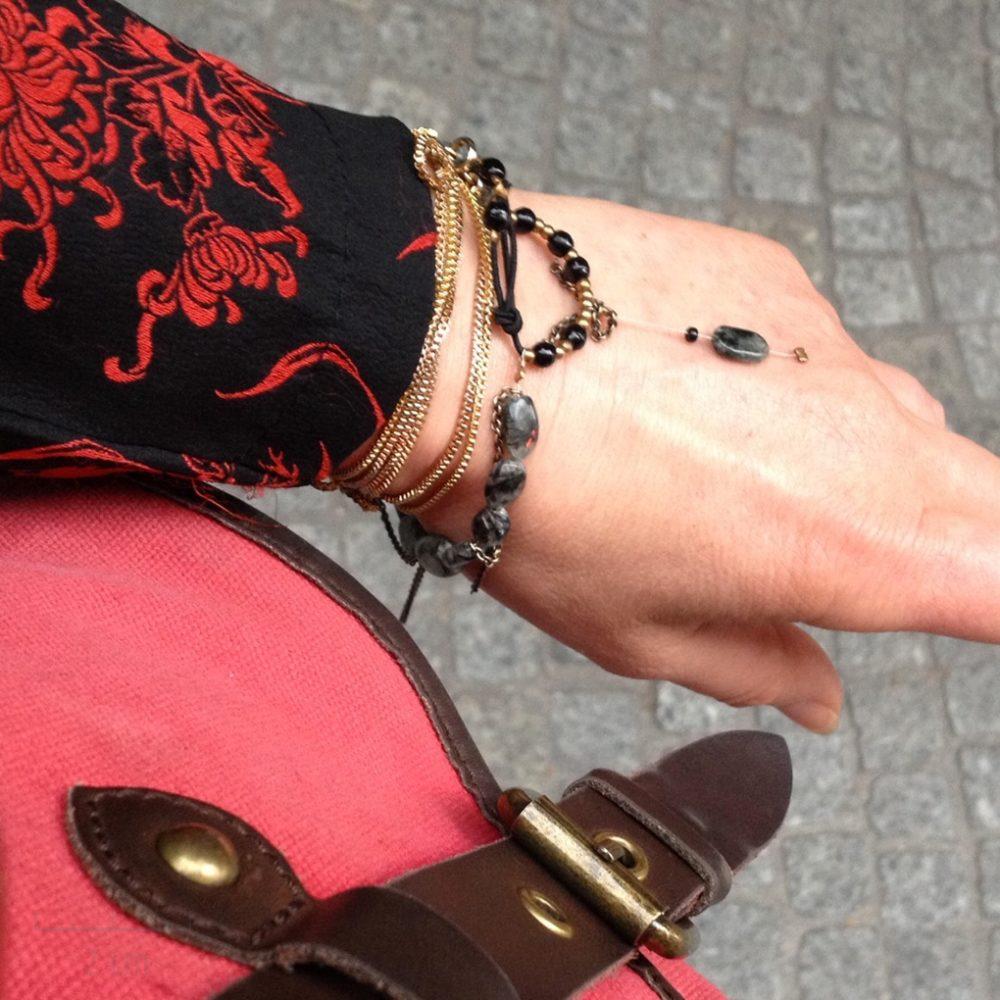 Bracelet bohème, style féminin, sensuel décontracté. Bijou grigri femme et ado. Chaîne, pierre naturelle porte-bonheur,quartz tourmaline gris noir. Création Zor