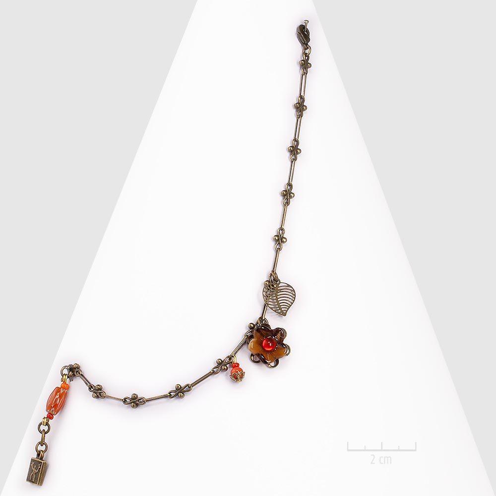 Bracelet bohème avec fine chaîne rétro et petite fleur artisanale. Bijou baroque vintage. Gourmette fantaisie couleur rouge, orange, bronze antique. Création ZOR