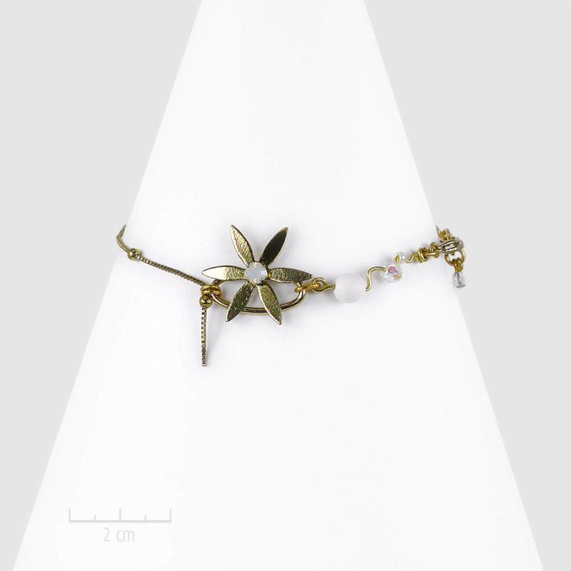 Bracelet céleste et féérique, chaîne habillée d'étoile. Petit bijou bohème astral discret. Message SYMBOLE: faites un voeux! Cristal opale, blanc, doré. Création Zor