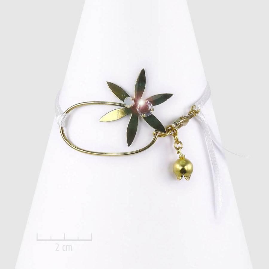 Bracelet céleste et féérique, étoile et clochette sur ruban. Bijou bohème astral à message symbole de chance: faites un voeux! Cristal opale blanc, doré. Création Zor