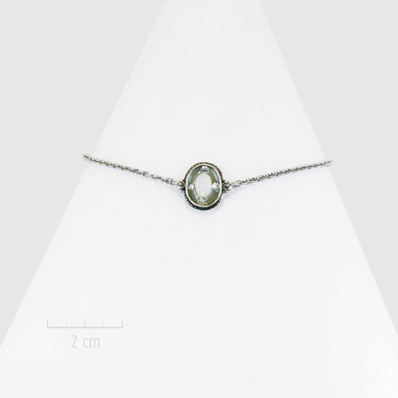 Bracelet gourmette bohème, argenté et chaîne fine. Glamour rétro et design actuel. Sensuel, féminité garçonne icône des années 20. Couleur opale diamant. Création Zor