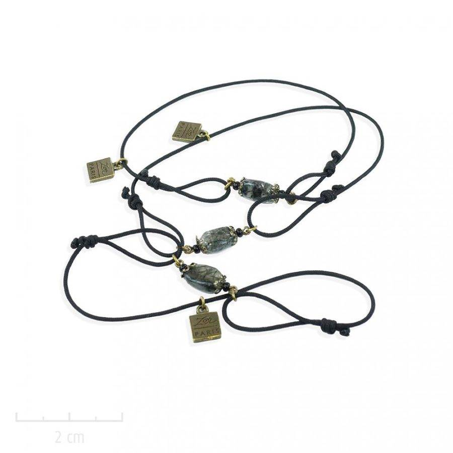 Bracelet enfant vintage noir gris blanc. Bijou perle précieuse et mini dentelle de métal. Pierre fine symbolique sur cordon réglable. Création Zor