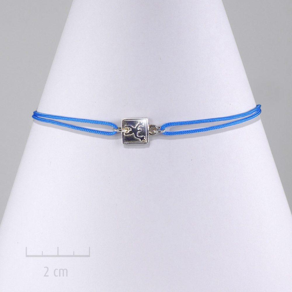 Bijou ENFANT, médaille carrée en argent massif 925. Bracelet antiallergique, lien turquoise à nœud coulissant. Simple classique et urbain. Création Zor