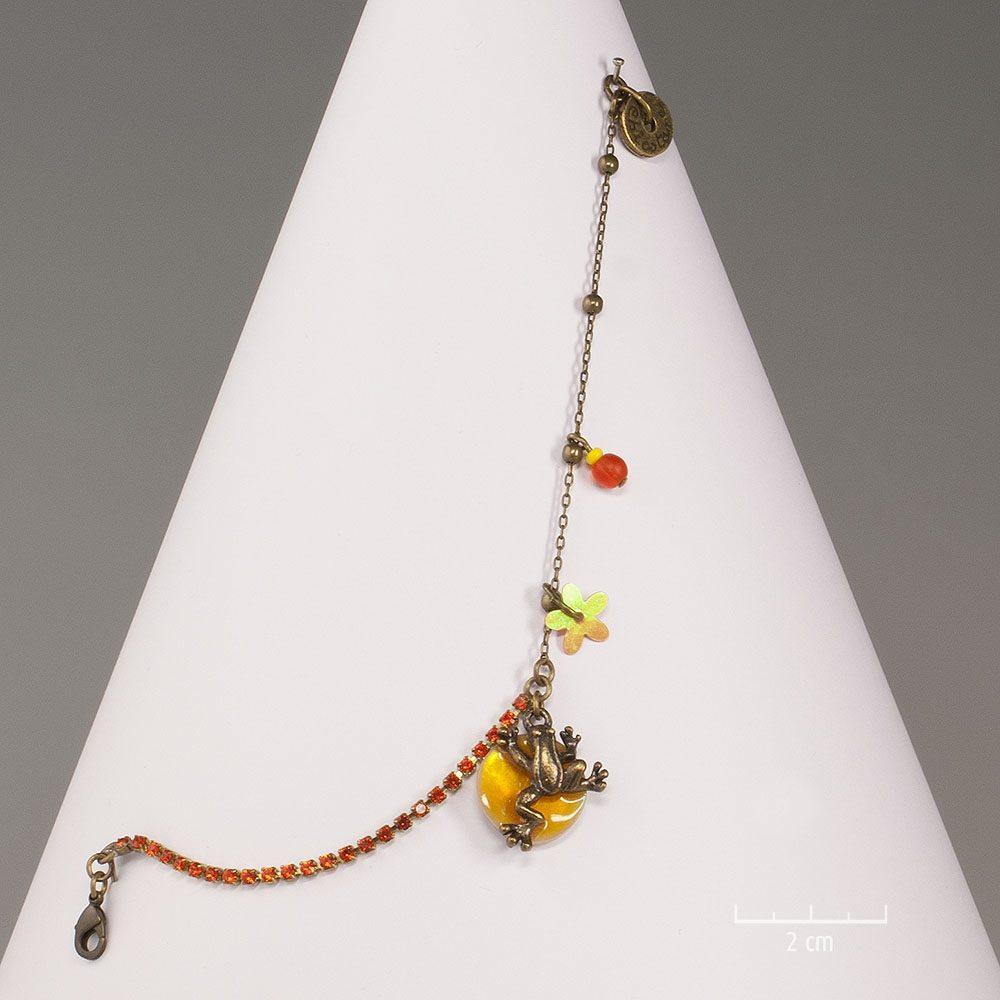 Bracelet ludique, miniature animale sur nacre fine. Bijou grenouille symbole de chance, chaîne strass de princesse! Minéral, cristal création Sébicotane Zor