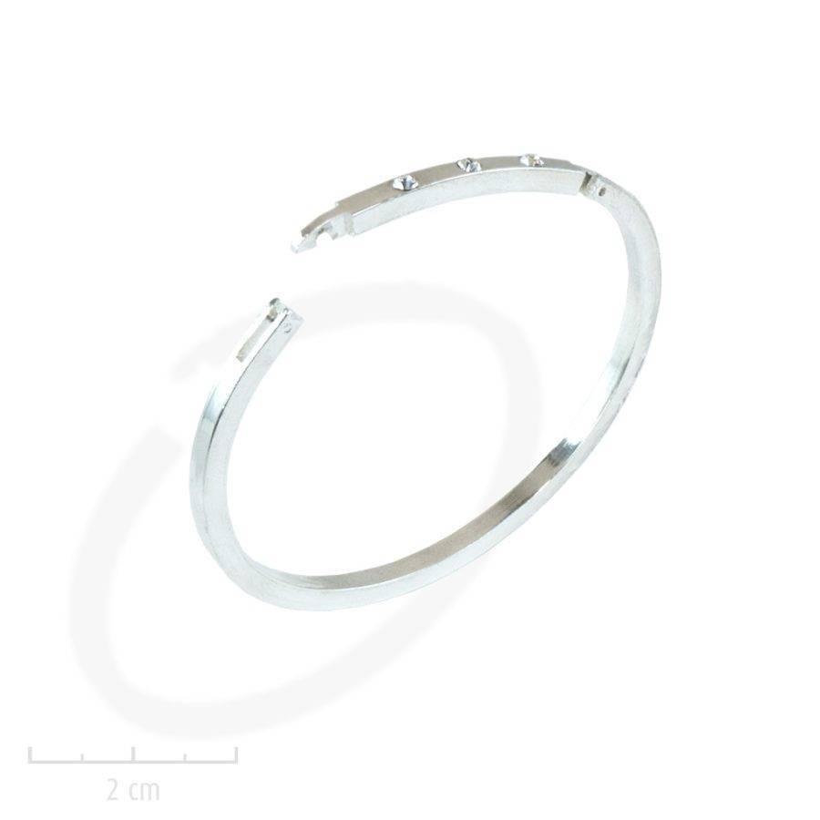 Bracelet manchette fine, jonc strassé. Une mode moderne et classique, glamour précieux à l'allure légère. Création Zor Paris, argenté et cristal