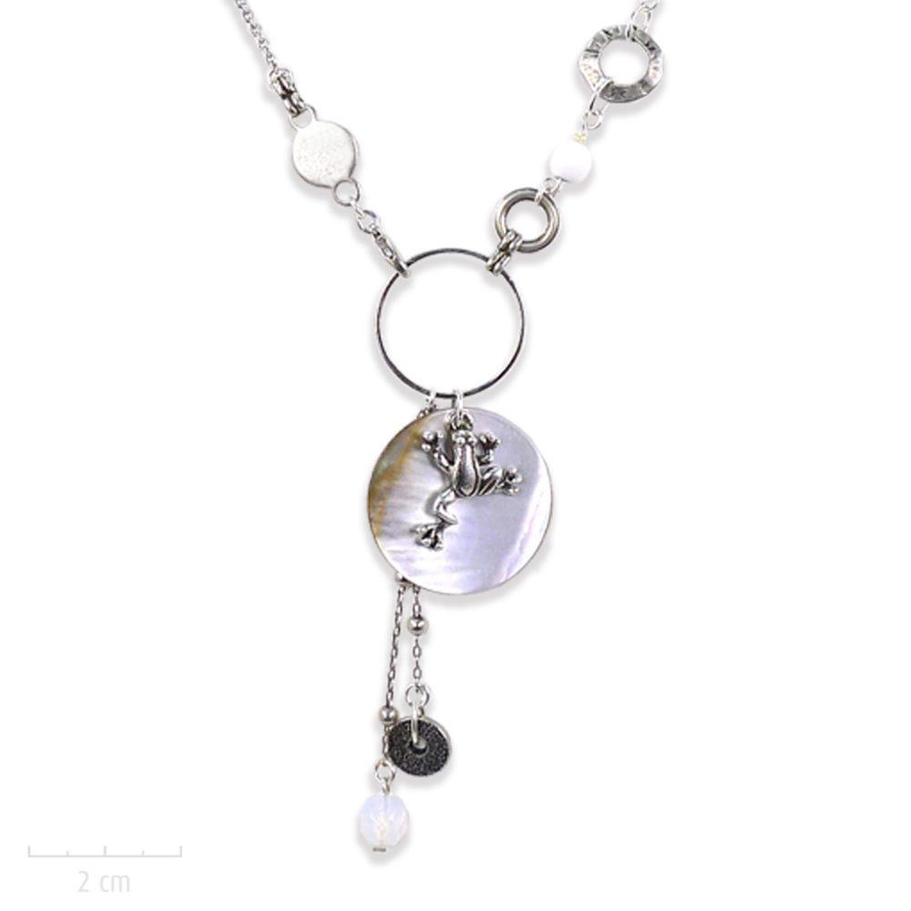 Petit grenouille argent vintage en collier pendentif pour enfant à partir de 5 ans. Bijou pastel blanc opale, nacre nature. Création Sébicotane Zor