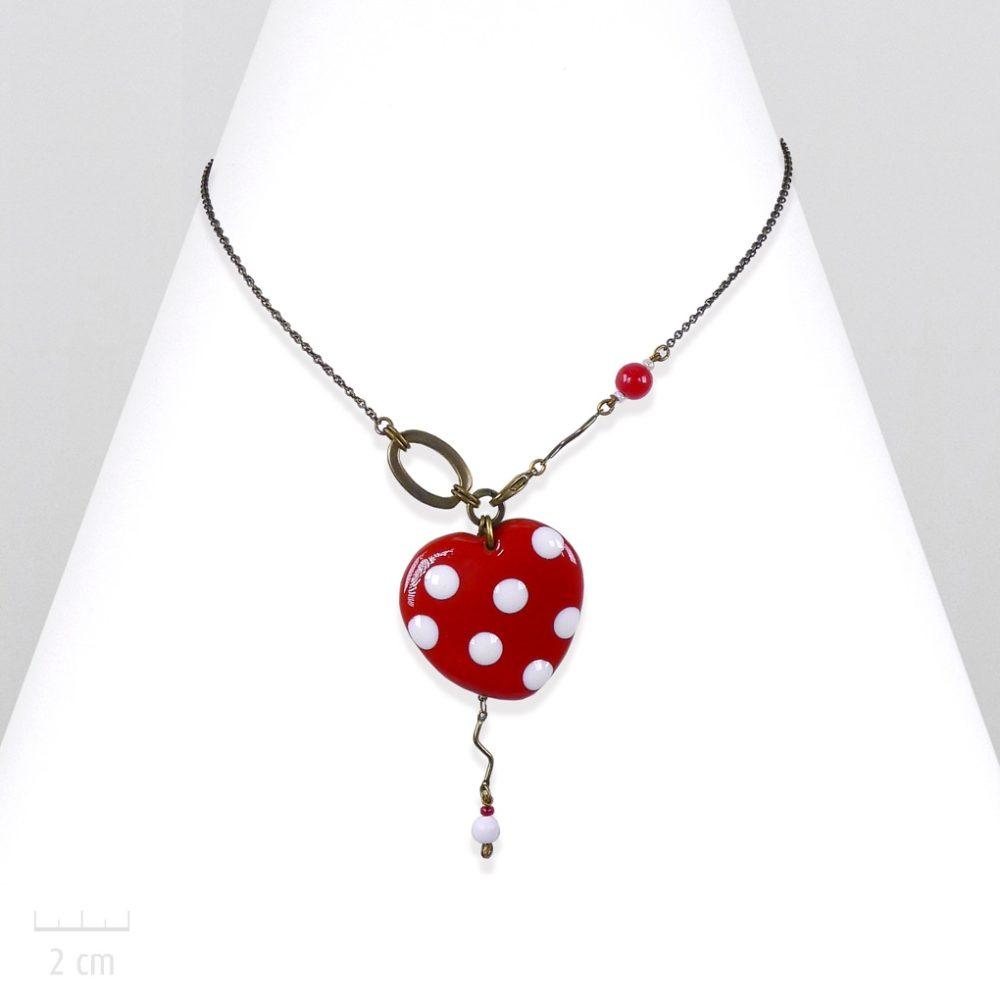 Collier pendentif ludique coeur rouge passion à pois blancs. Parure gourmande, fraise tagada, symbole d'amour Saint Valentin, fête des mères. Création Zor Paris