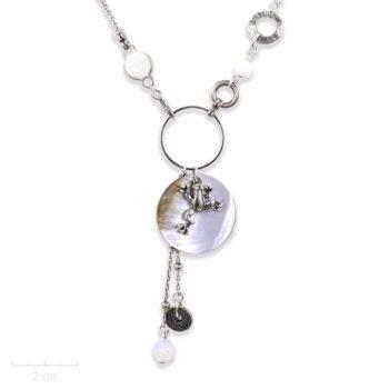 Collier argent, pendentif nacre, ludique et modulable avec grenouille porte-bonheur. Lithothérapie et ésotérique, animal symbole de chance! Création Sébicotane-Zor