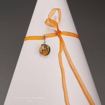 Médaillon grenouille orange pour enfant. Bijou pendentif animal pour princesse adorable. S'ouvre pour cacher deux petites photos. Création Sébicotane Zor