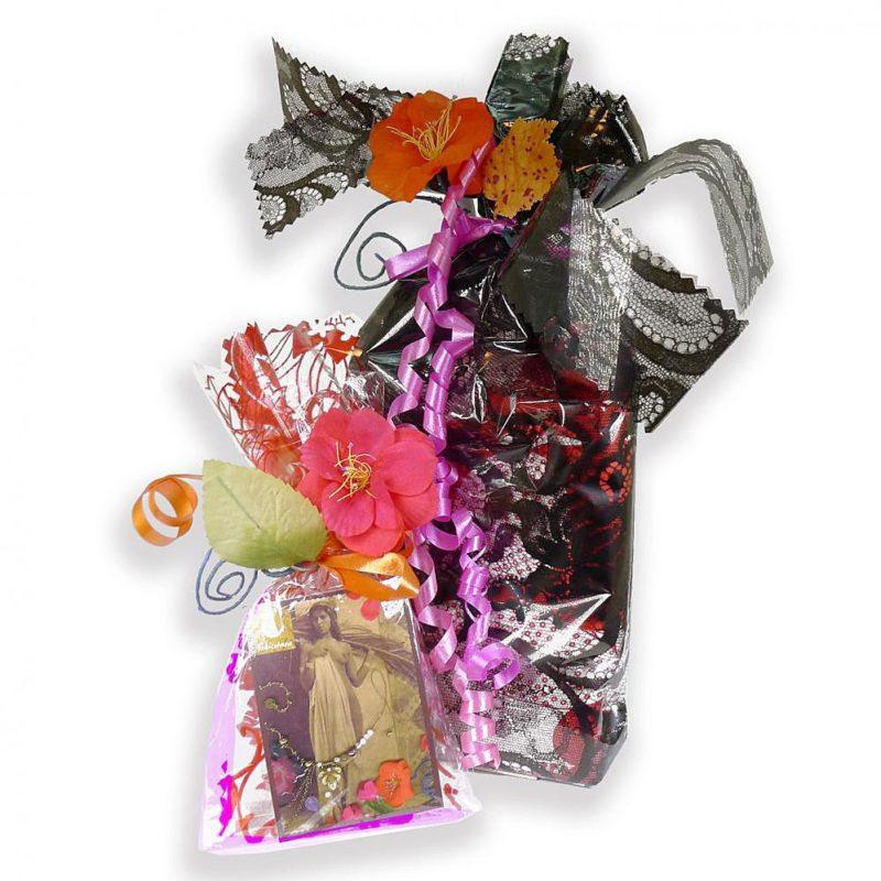 Plaisir d'offrir un bijou et accessoire de mode dans un emballage décoratif. Cadeau plus luxe, imprimé et couleur. Création Zor Paris 1