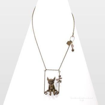Sautoir romantique, ange gardien sur balançoire. Long collier pendentif sur chaîne fine, bijou spécial Saint Valentin, Fête des mères.Création Zor Paris