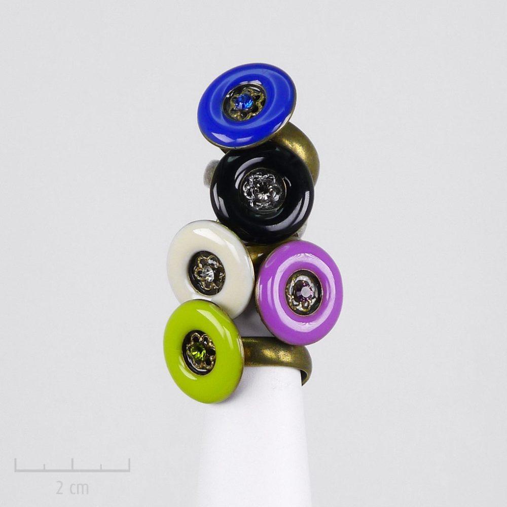 Petite bague ronde bonbon. Bijou moderne, bleu, noir, blanc, anis, violet. Email, cristal, qualité sans nickel, taille réglable, fantaisie Création Zor Fait main