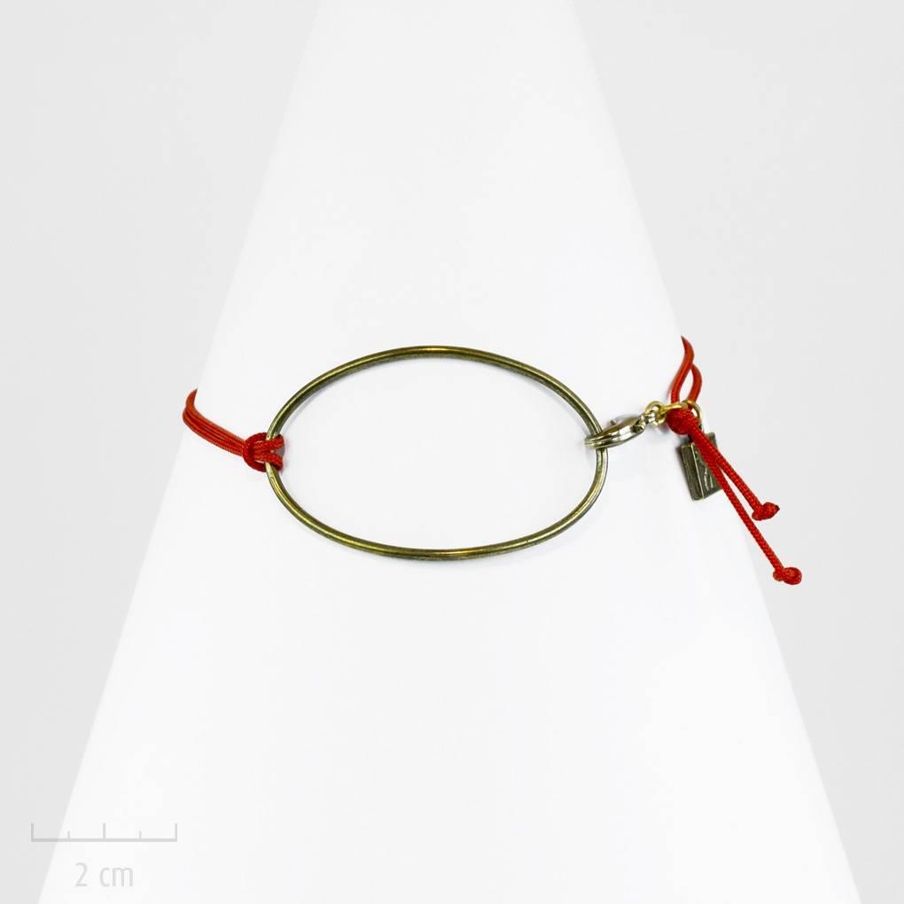 Clip en /émail avec motif poup/ée russe Rouge Noir Blond Or Fix/é sur un bracelet porte bonheur