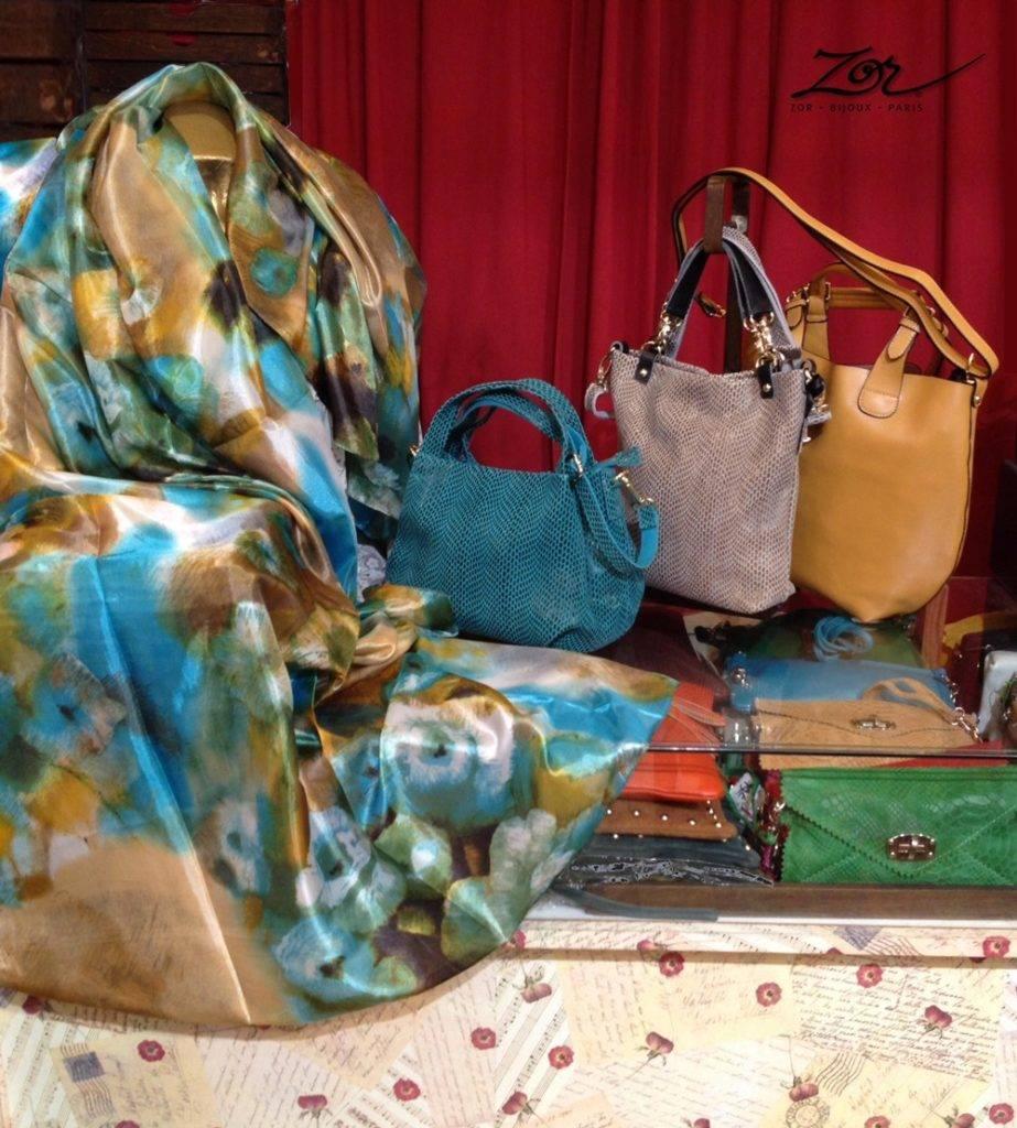 Boutique mode: distinction et bonne humeur! Accessoires haut de gamme de créateur à Paris. Bijou, sac, étole soie, sac cuir. Esprit fantaisie Couleur, Zor