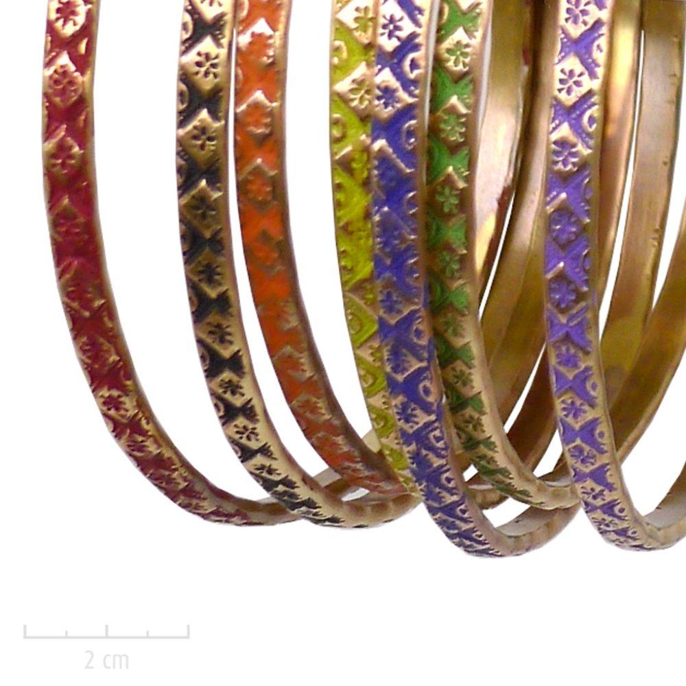 Boucle d'oreillecréole contemporaine percée. Bijou nomade, grand anneau gravé et patiné de couleur Jaune, Vert, Noir, Bleu, Rouge, Violet, Orange. Création Zor