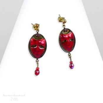 Petit bijou masque , boucles d'oreilles fantaisie percée à clou et perle de cristal. Discret, émaillé de couleur rouge. Création Zor pour la saga fantastique. Fiction jeunesse