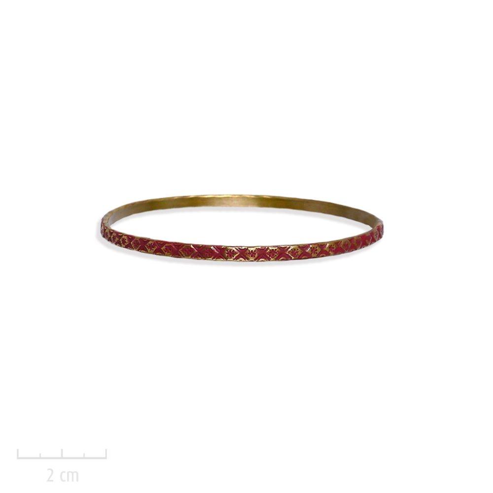 Bracelet gitane, jonc rigide, gravure losange et damier, symbole du bestseller L'Arlequin Couleur rouge. Création Zor. Saga romanesque fantastique. Fiction jeunesse