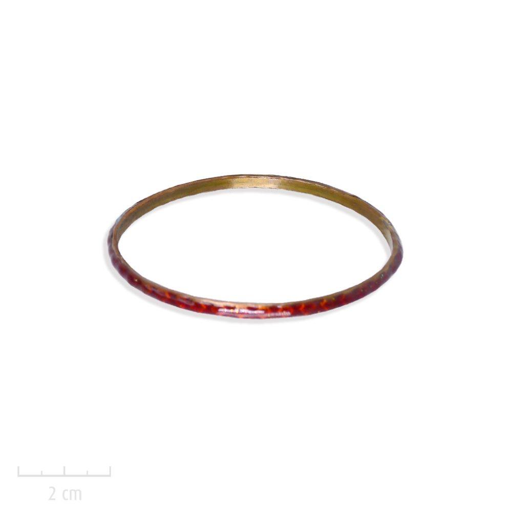 Bracelet bangle, semainier gitane. Bijou jonc rigide, gravure losange émaillé. Symbole du bestseller L'Arlequin rouge. Création Zor. Romanesque et fantastique