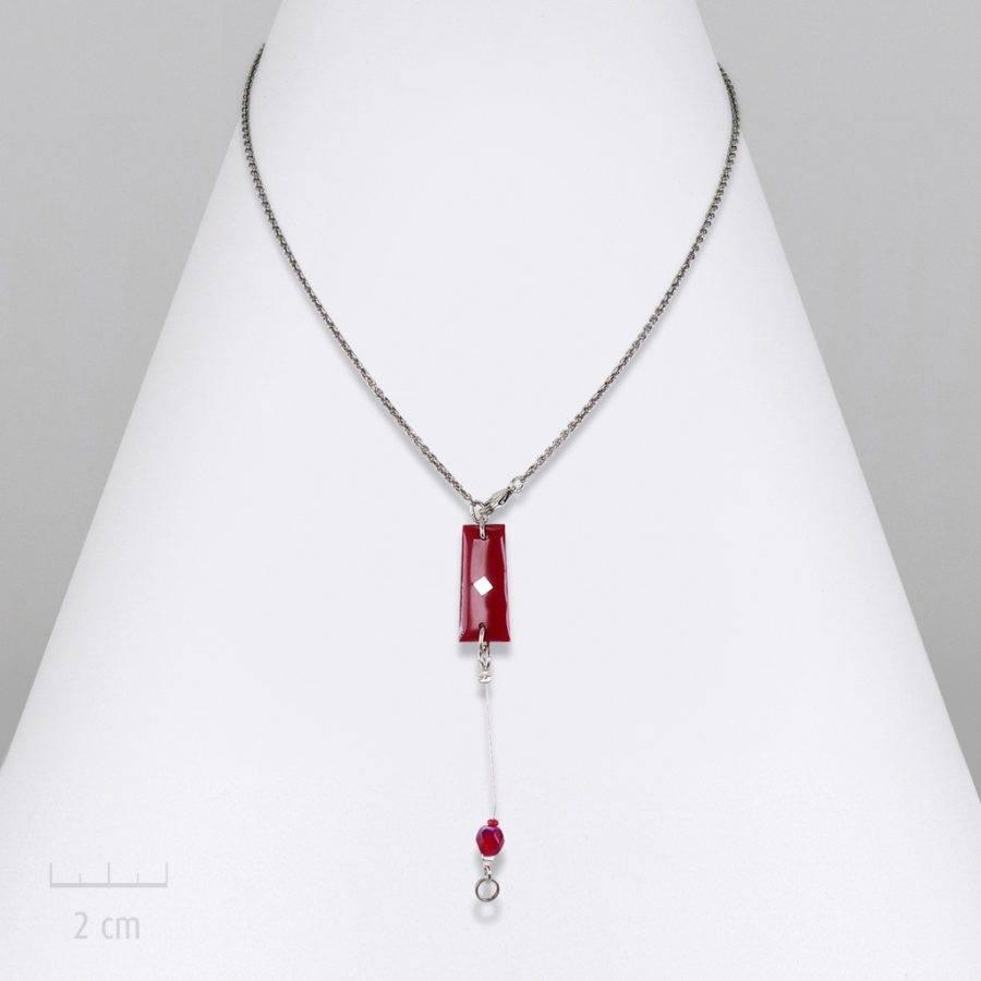 Collier V, pendentif et chaîne fine argent. Symbole: drapeau au design contemporain. Bijou couleur rouge, symbole de l'Arlequin, best-seller. Zor création