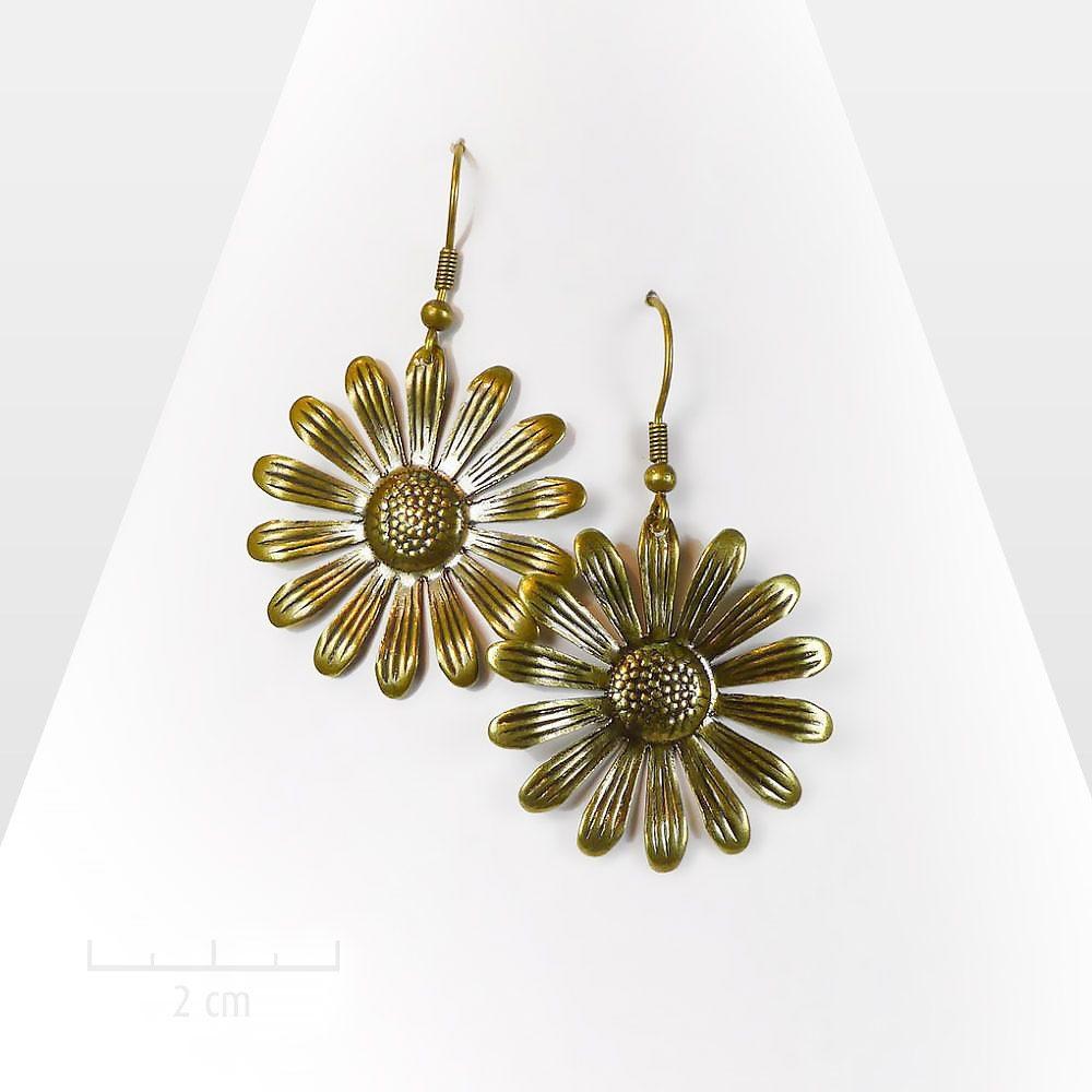 Grandes boucles d'oreilles fleur marguerite bronze. Bijou symbole solaire et nature,design contemporain et vintage. Facile tous les jours. Création Zor Paris