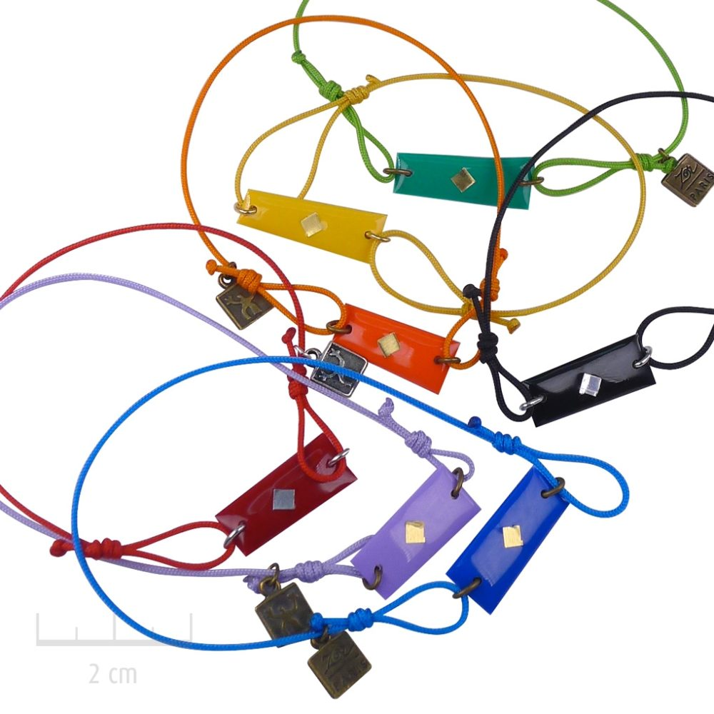 Bijou HOMME rectangle, bracelet lien à nœud coulissant. Drapeau symbole de l'Arlequin rouge, orange, jaune, vert, noir, bleu, violet. Création Zor