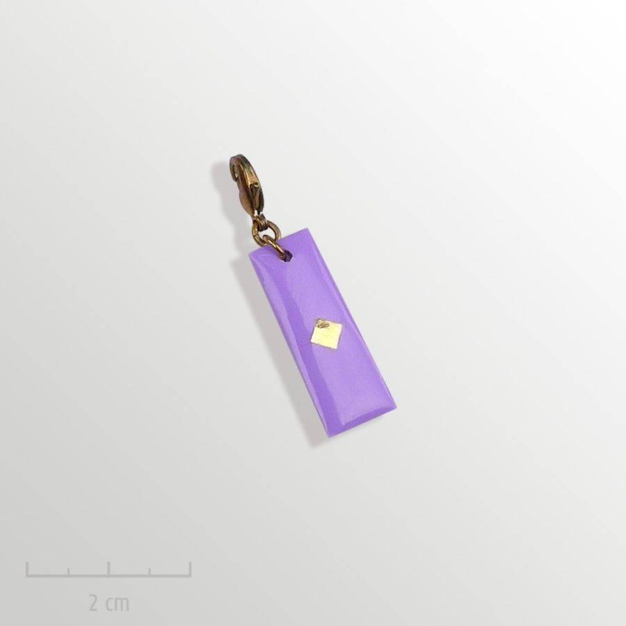 Grigri violet, accessoire HOMME: pampille charmpendentif. SYMBOLE du drapeau del'Arlequin Rouge. Bijou emblème des peuples imaginaires. Zor Design