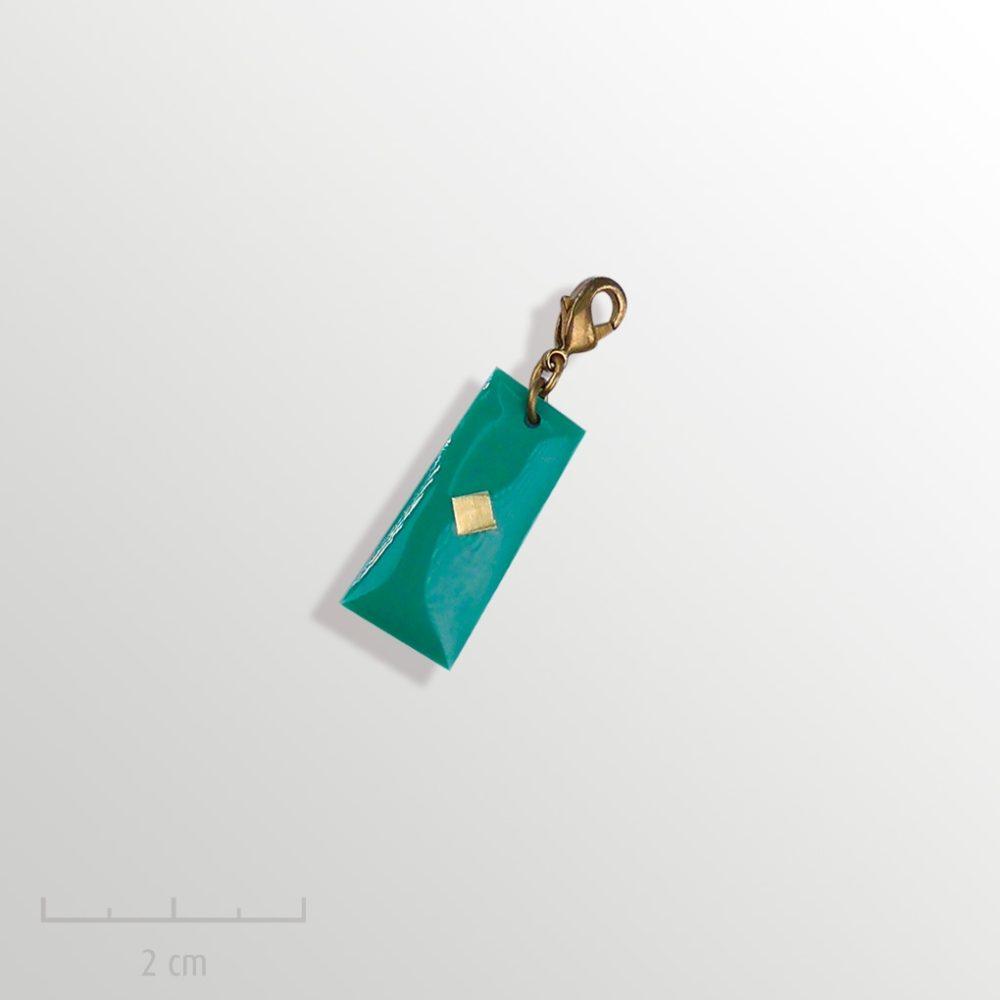Grigri unisexe cadeau ENFANT: charmpendentif vert. Bijou symbole du drapeau del'Arlequin Rouge. Fille garçon à partir de 3 ans. Zor Création